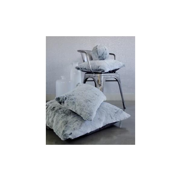 coussin en fausse fourrure gris l d evelyne pr longe. Black Bedroom Furniture Sets. Home Design Ideas